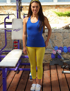 Sweat puffy nipples girl in yellow spandex with cameltoe makes herself wet after power exercises