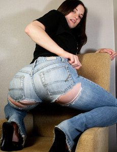 Exciting tasty teen in blue jeans has apple sexy ass and puffy nipples