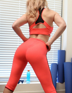 Busty chick with puffy nipples dressed in orange spandex has fitness